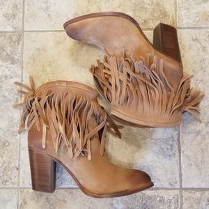 NWT FRYE NEW LEATHER SUEDE FRINGE TAN BOOTIES